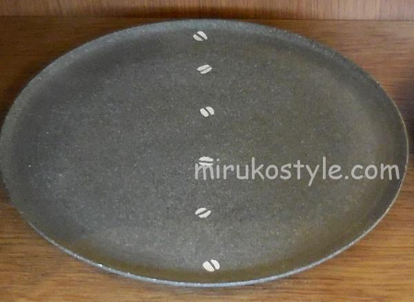 珠洲焼(すずやき)のお皿にコーヒー豆の絵柄