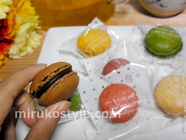 ケーキ工場カーディナルのマカロン(チョコ)