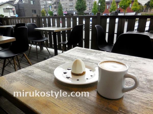 宮前平の本屋のカフェでいただく白いモンブランとカフェオレ