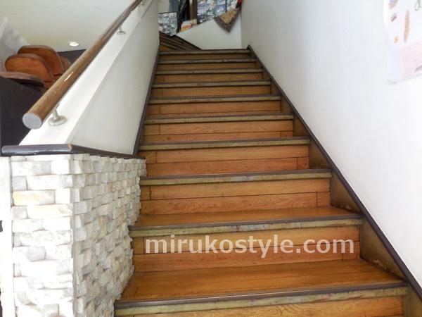 ビゴの店 鷺沼店の2階へあがる階段