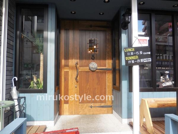 SALTの入り口のドア
